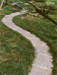 Мощение садовых дорожек из бетона
