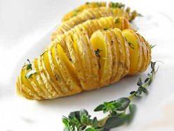 Картошка гармошка с колбасой и сыром в духовке