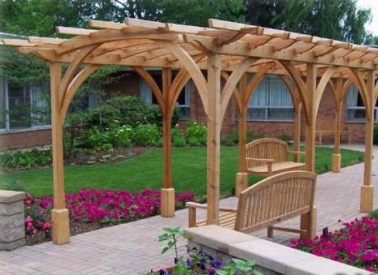 Декоративная разборная арка из дерева с возможностью перемещения по дачному участку