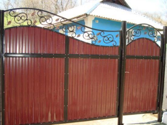 На что обязательно следует обратить внимание при выборе дачных ворот?