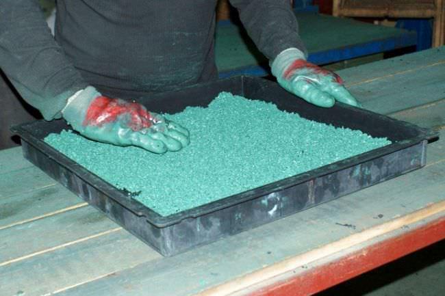 Для самостоятельного изготовления резиновой плитки удобнее всего использовать прямоугольную форму