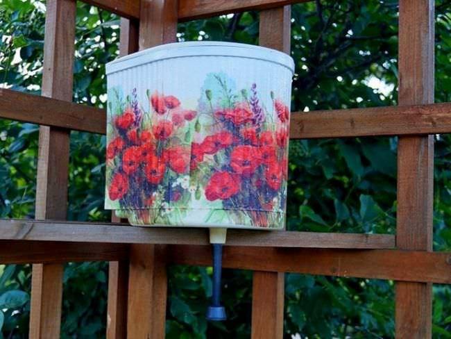 Для частого использования на улице лучше всего выбирать подвесной умывальник с большим объемом водяного бака