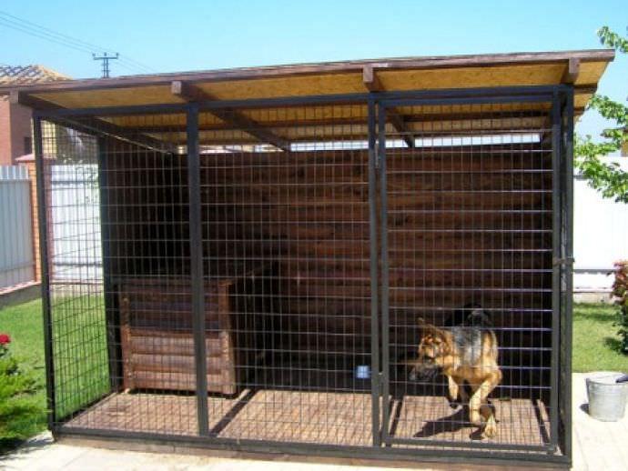 Основной задачей является строительство вольера для собаки объемного, удобного и недорогого, чтобы место обитания питомца вышло для него комфортным