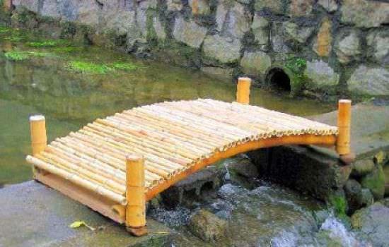 Мостики в саду — практичный и симпатичный элемент дизайна территории
