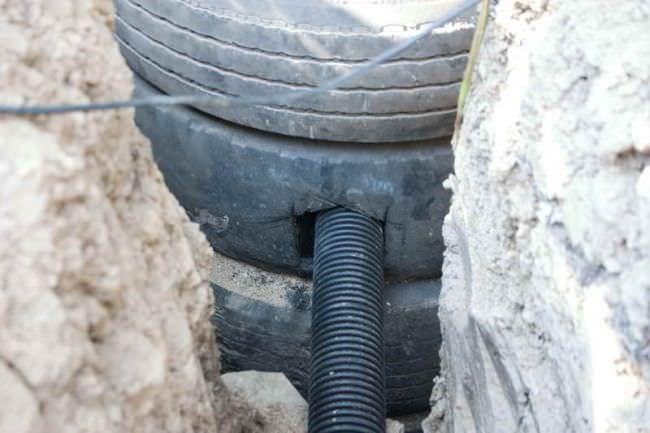 Использовать покрышки можно и более полезно, например, для устройства туалетов и выгребных ям