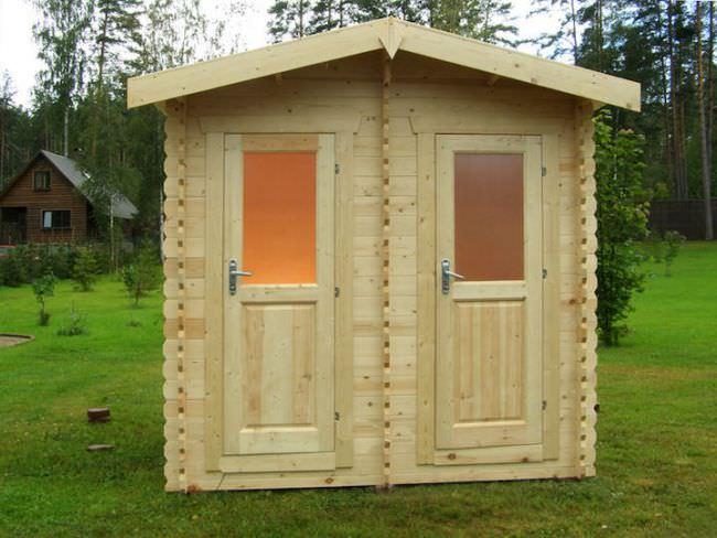 Наряду с времянкой, подсобными помещениями, погребом, сараем и прочими постройками, туалет на даче является достаточно важным сооружением