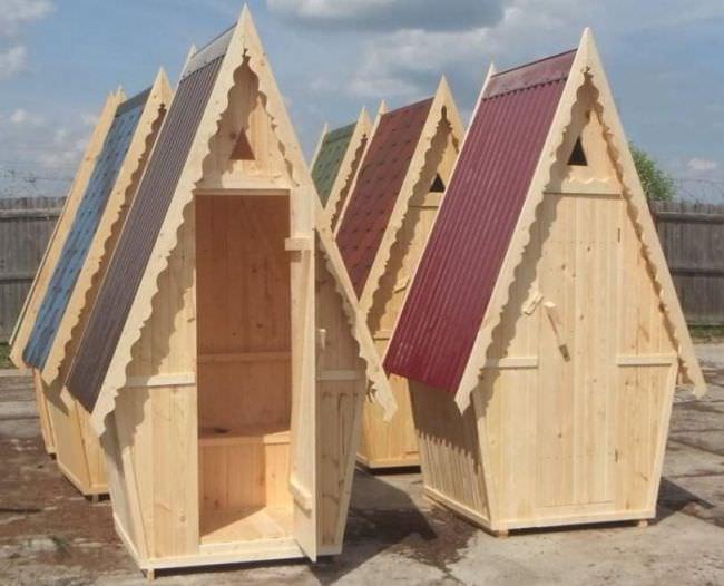 Строительство туалета на даче из дерева — простой и недорогой процесс