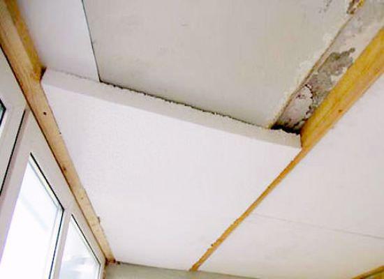 Утепляем потолок веранды на даче пенополистиролом или пенопластом, хотя можно использовать и минеральную вату