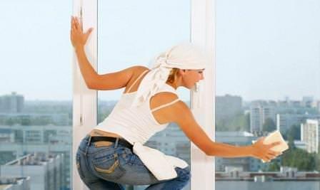 Как правильно чистить раму и стекла