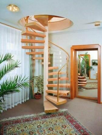 Простейшая в сборке лестница — винтовая конструкция с консольным защемлением ступеней на опорной колонне