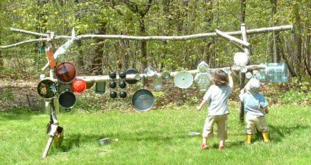 Веселый, но очень шумный аксессуар для детской площадки на даче