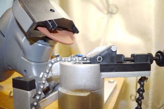 Как происходит заточка цепи бензопилы на станке?