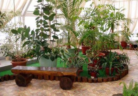 Стиль «кантри» отличается тем, что в композицию включаются различные травы, зелень петрушки, мята