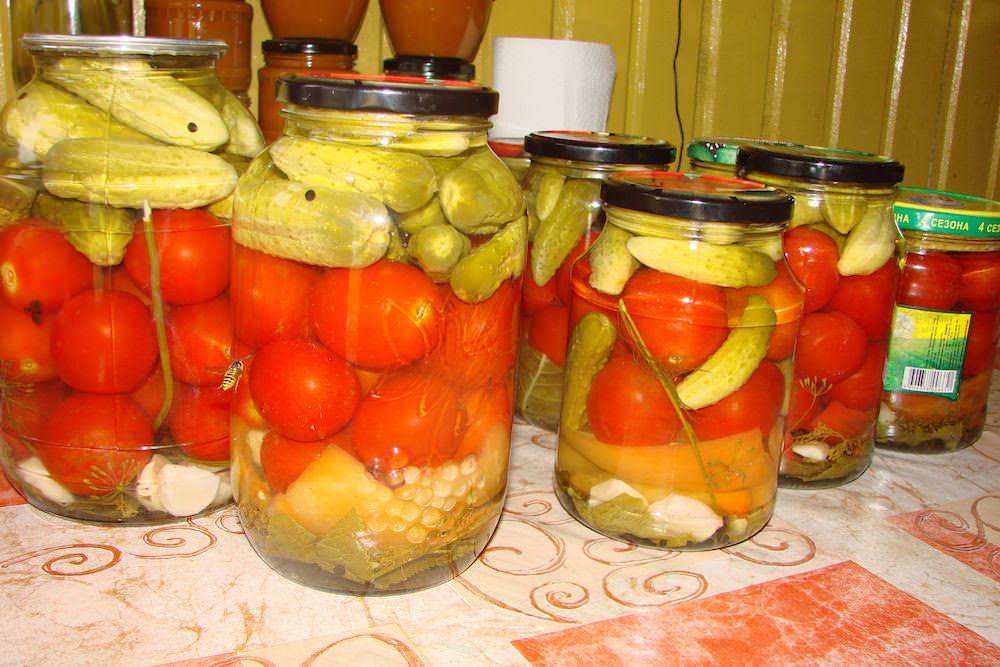 Закуска на зиму из огурцов помидор и лука