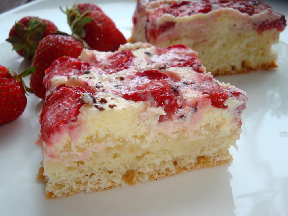 Пирог со свежей клубникой и творогом рецепт