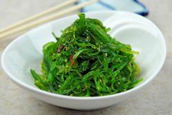 Какие вкусные блюда можно приготовить из консервированной морской капусты