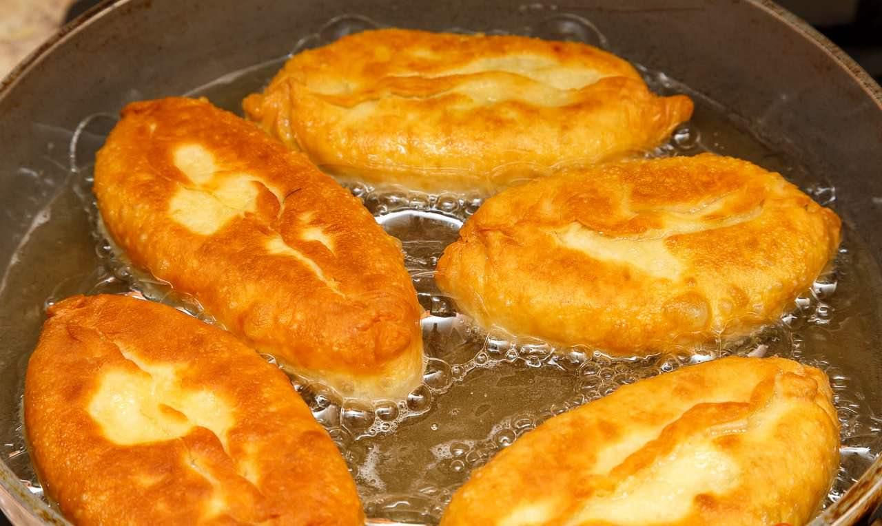 пирожки с капустой и яйцом жареные на сковороде рецепт с фото