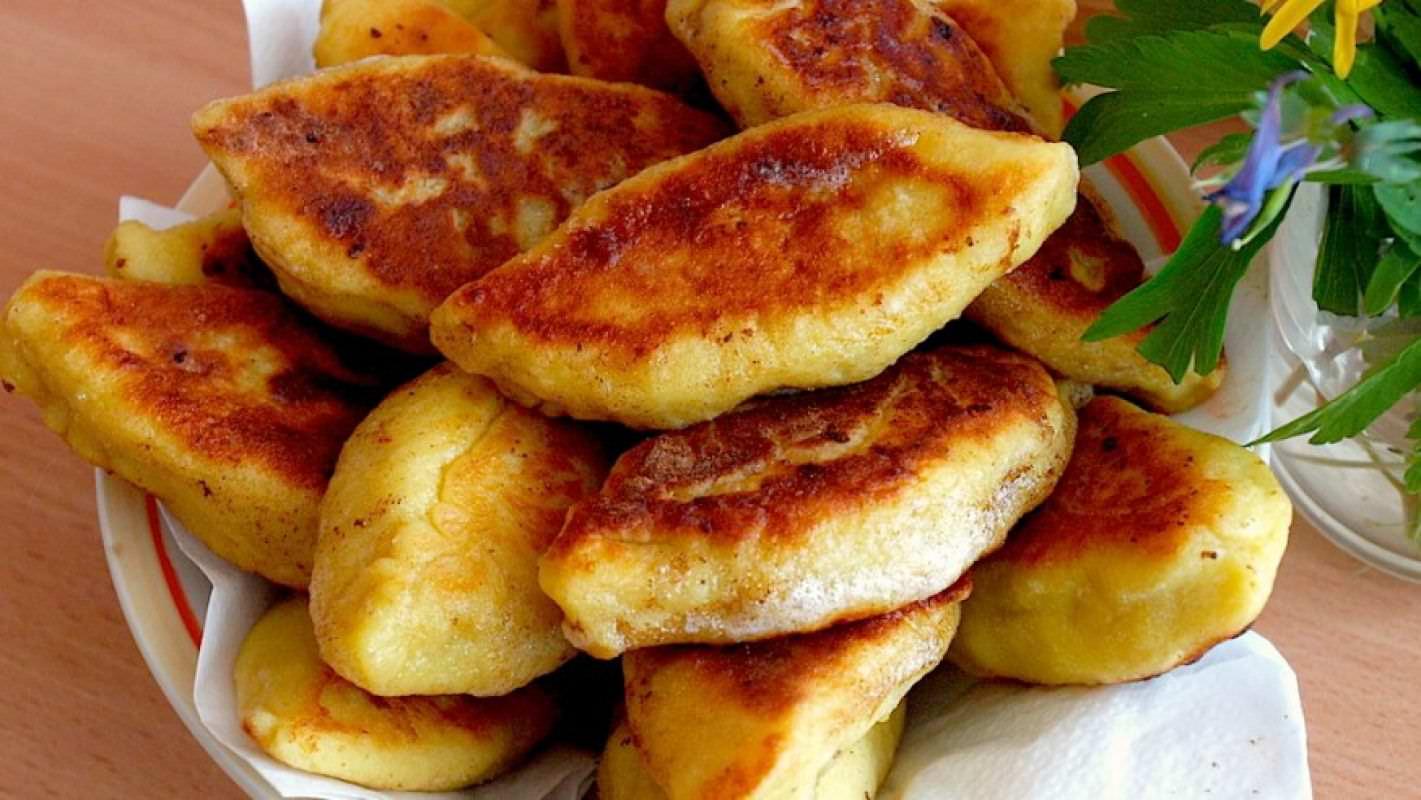 Как приготовить жареные пирожки на сковороде с пошаговыми