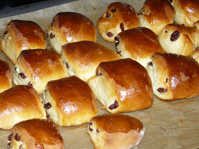 Рецепт булочки с изюмом пошаговое