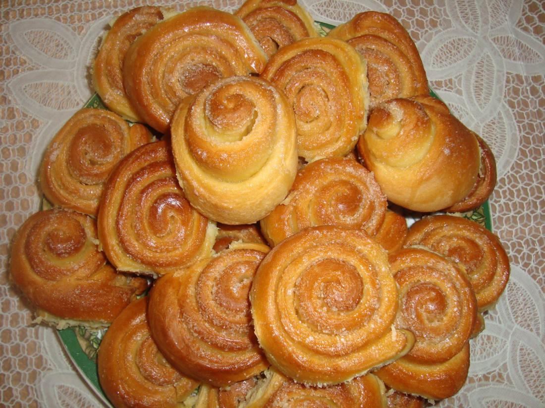 Плюшки с сахаром из дрожжевого теста в духовке рецепт
