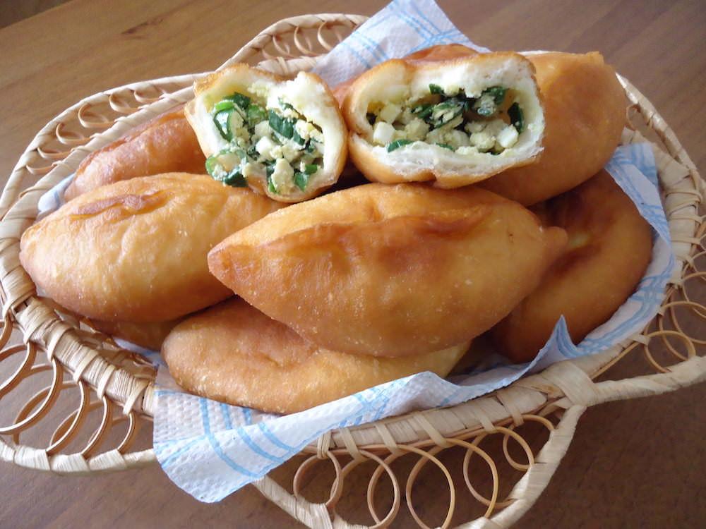 Пироги с луком и яйцом и рисом в духовке пошаговый рецепт