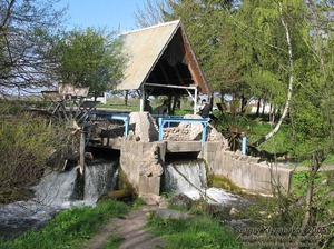 Красивая водяная мельница фото