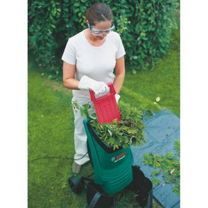 Садовый измельчитель Bosch AXT